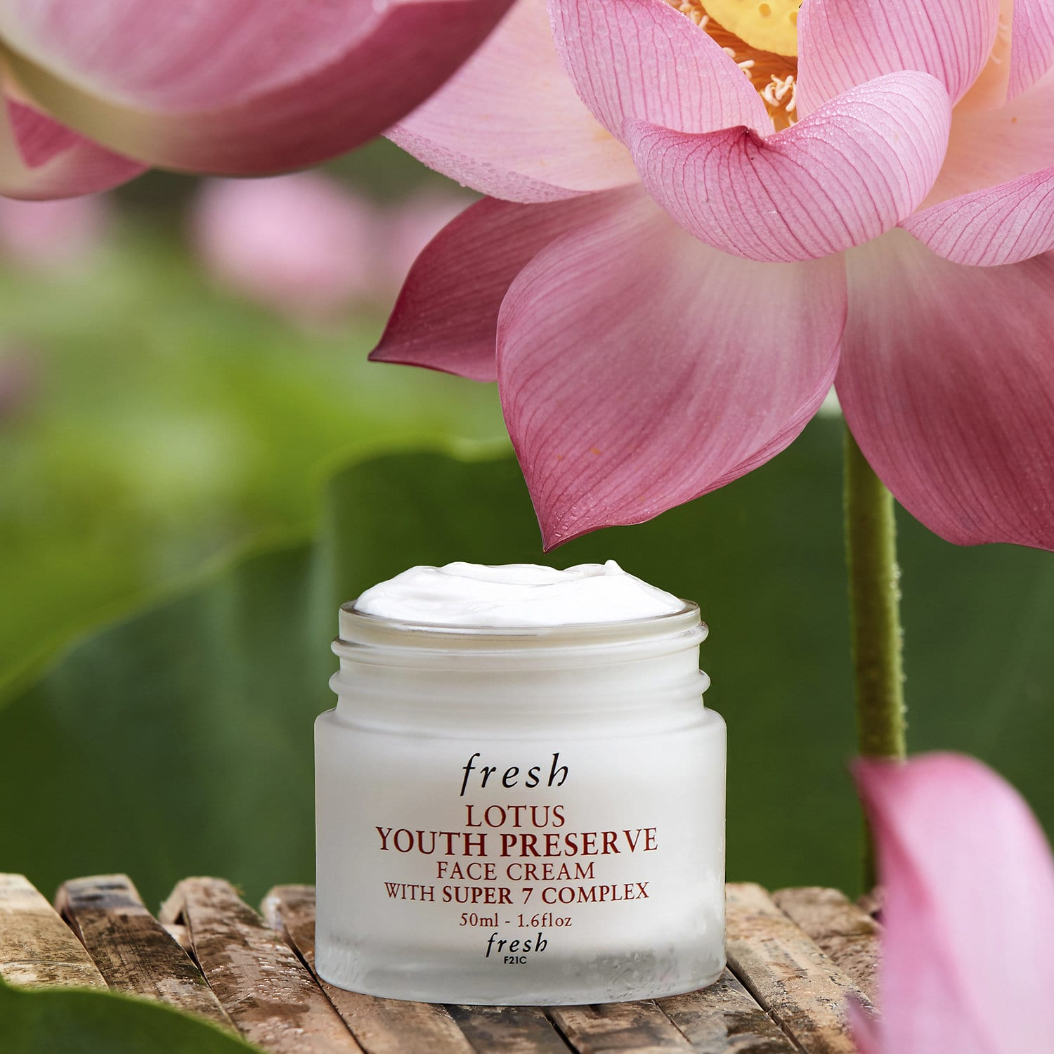 Fresh Lotus Youth Preserve Face Cream With Super 7 Complex.
